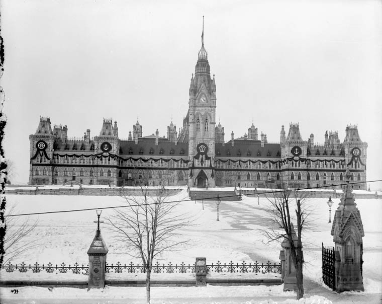 (Parliament Buildings) Draped for death of Queen Victoria. March, 1901. (item 1)
