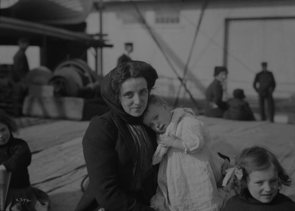 Scottish immigrant mother and children upon arrival. (item 3)