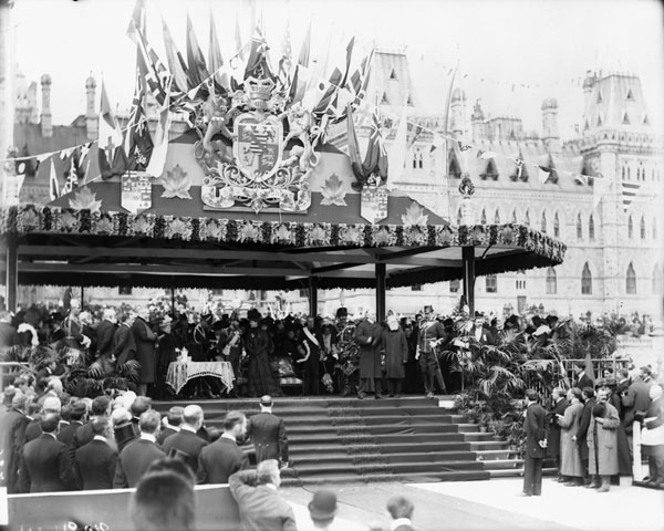 [Presentation of addresses at the Royal Pavilion on Parliament Hill]. (item 1)