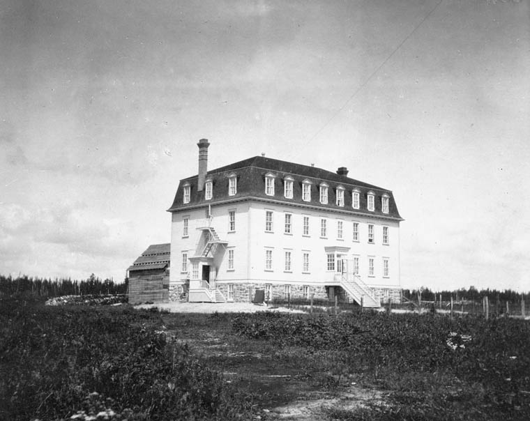 Fort Frances Indian Residential School (St. Margaret's Indian Residential School), a view of the school, Fort Frances [1907–1908]