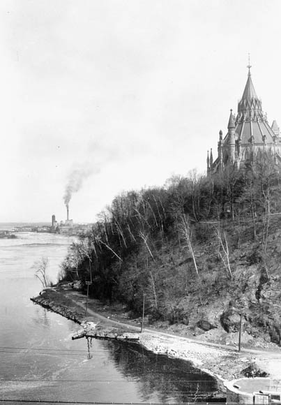 View of Library [of Parliament] and Chaudière from Major's Hill Park. (item 1)
