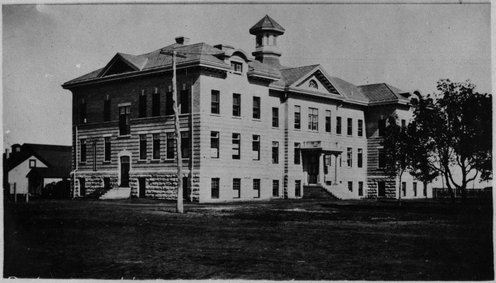 Pensionnat indien de Portage la Prairie, façade et côté, vers 1914-1915