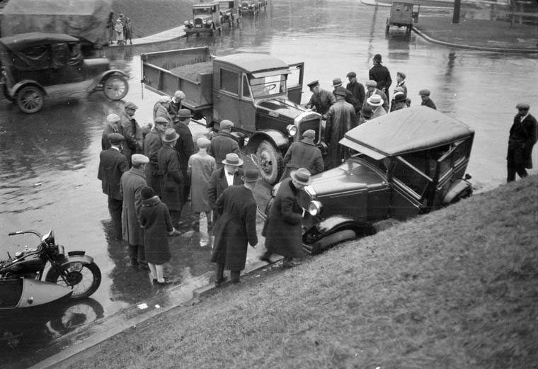 Photograph of an automobile accident in Toronto, Ontario. (item 1)