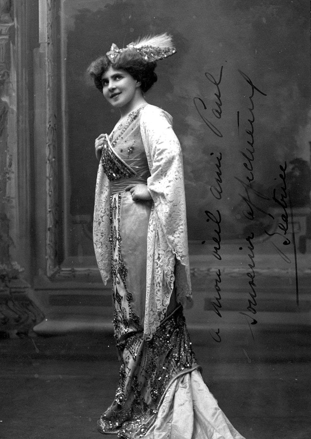 Photo of Béatrice La Palme at the Century Opera Company.