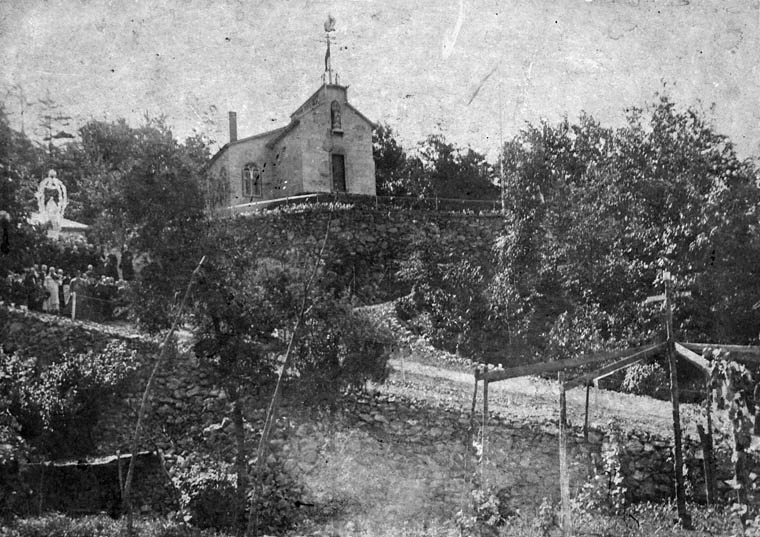 Photo of St. Joseph's Oratory of Mount Royal around 1900, Côte des Neiges, Montréal.