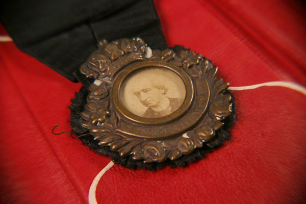 Sir John A. Macdonald funerary medal [object]. (item 1)