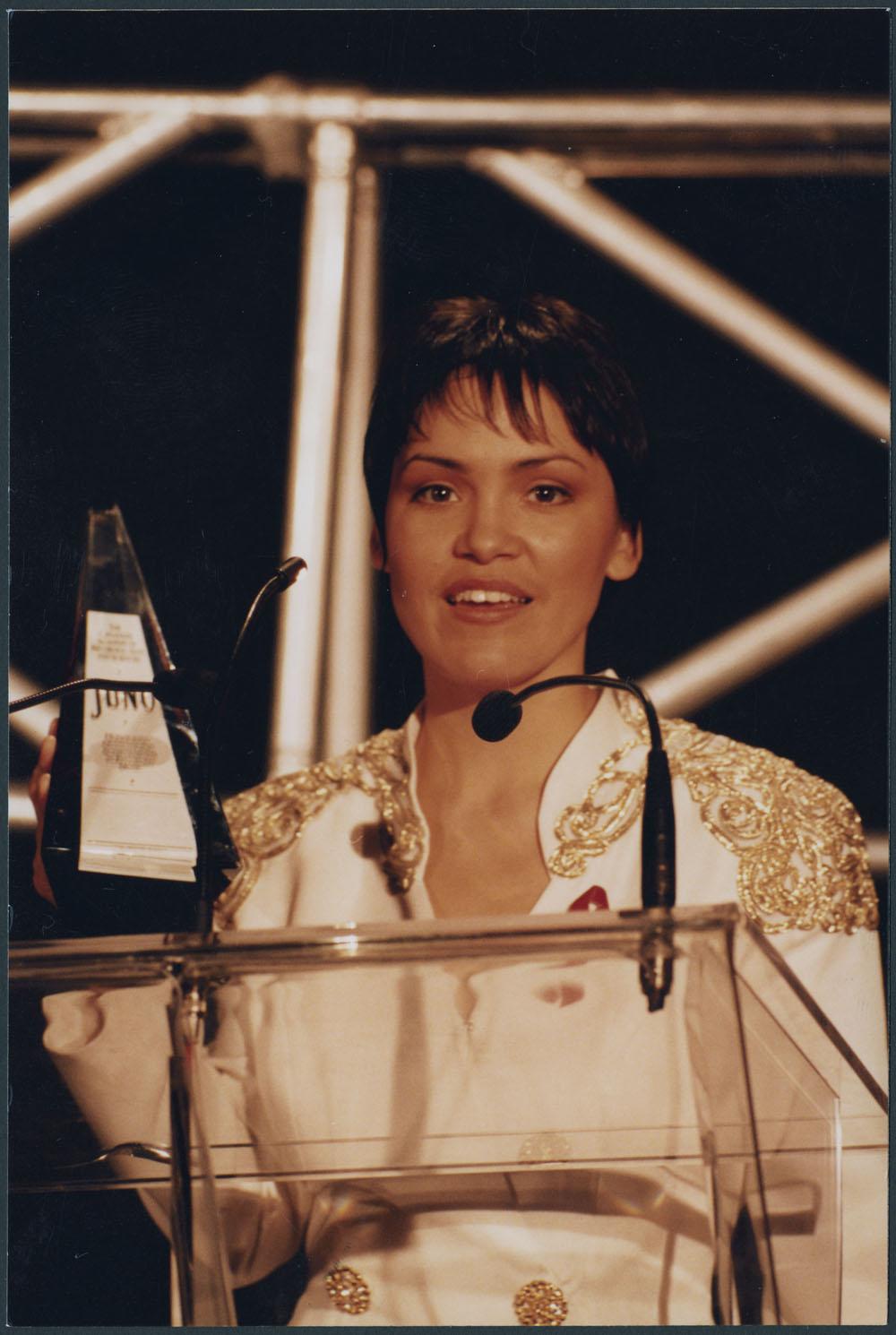 Photo of Susan Aglukark holding a Juno Award, 1995.