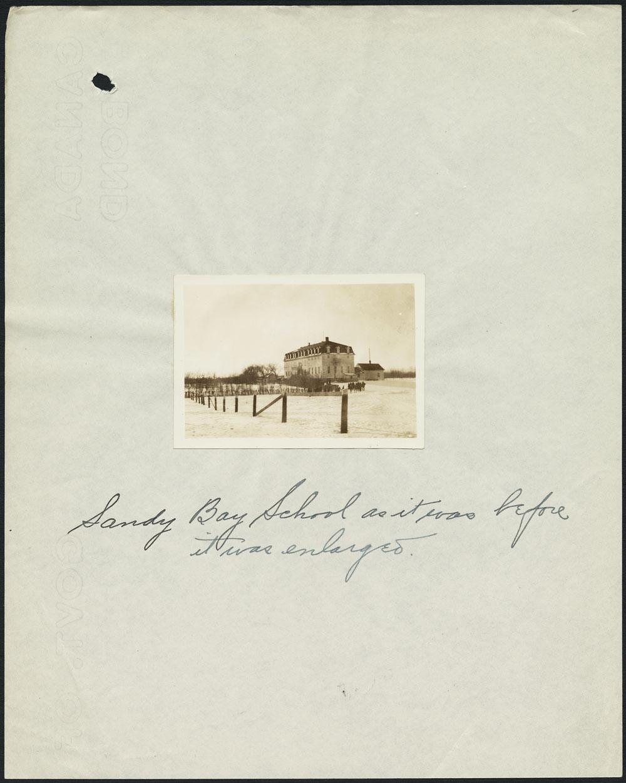 Pensionnat indien de Sandy Bay avant son agrandissement, Marius, novembre 1939